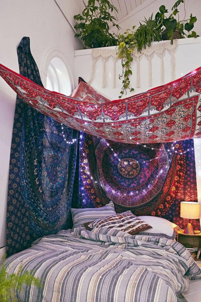 deco chambre boheme, plantes vertes, lampe de chevet, tapis indiens
