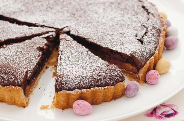 tarte au chocolat et caramel, idée de recette gateau de paques au chocolat de paques, dessert pour le repas de paques