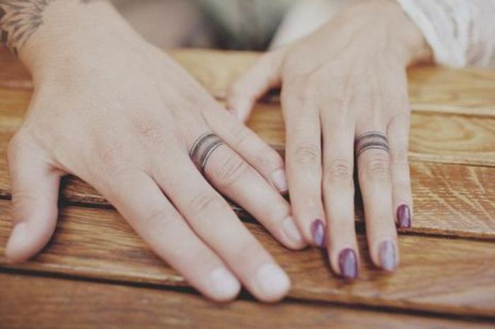 un tatouage bague de mariage pour immortaliser l'amour