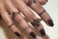 L'art minimaliste du tatouage doigt – 81 idées pour un tatouage original sur nos mains