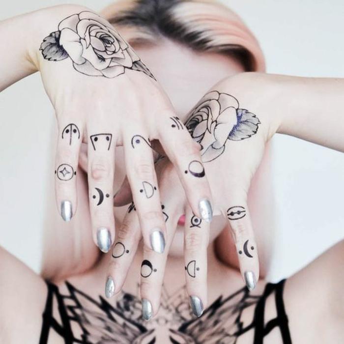 1001 id es pour un tatouage doigt du style minimaliste - Petit tatouage main ...