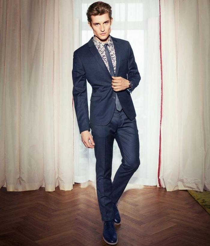 costume bleu marine comme tenue de soirée homme