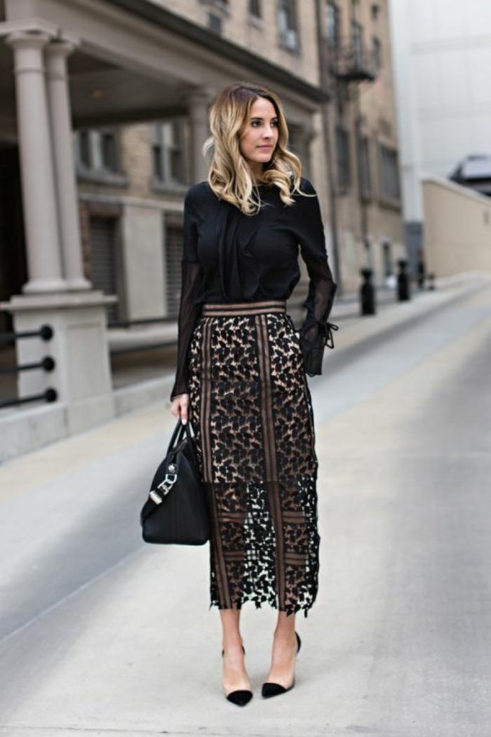 tenue chic femme avec jupe crayon taille haute longue en dentelle look en noir