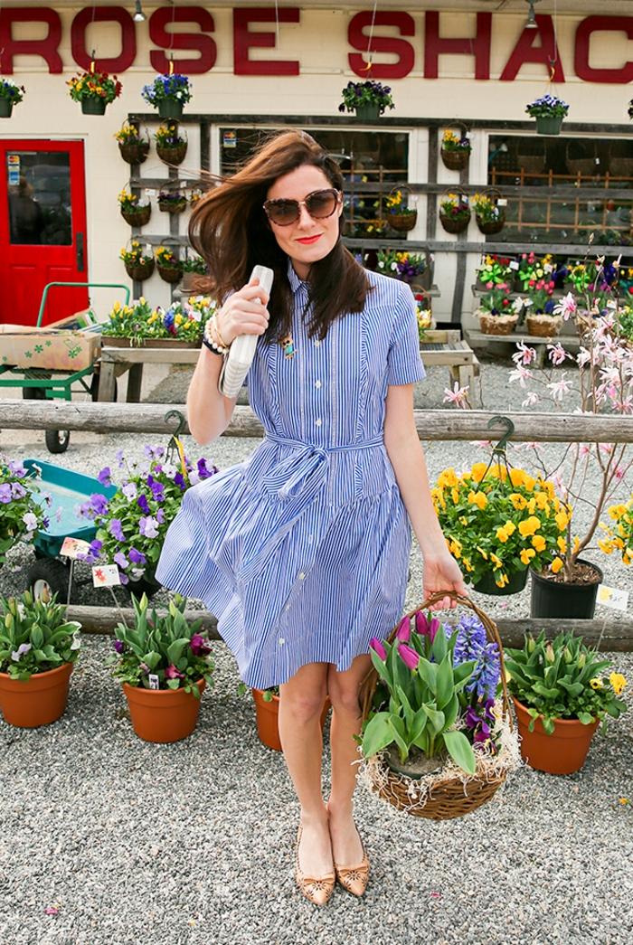 tenue chic robe à rayures bleues et blanches aux manche scourtes pour le printemps et l'été