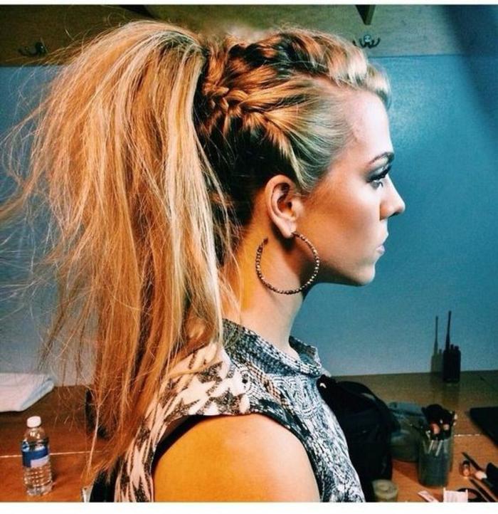 Ravissante coiffure mariée boheme coiffure hippie tresse queue tresses