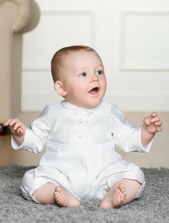 tenue blanche homme, costume avec boutons, quelle tenue pour un baptême
