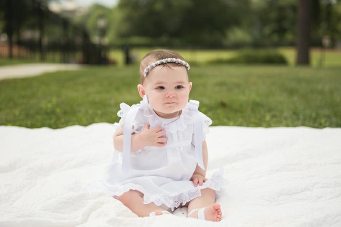 robe pour bapteme, tenue blanche, couronne en fleurs, tenue de ceremonie
