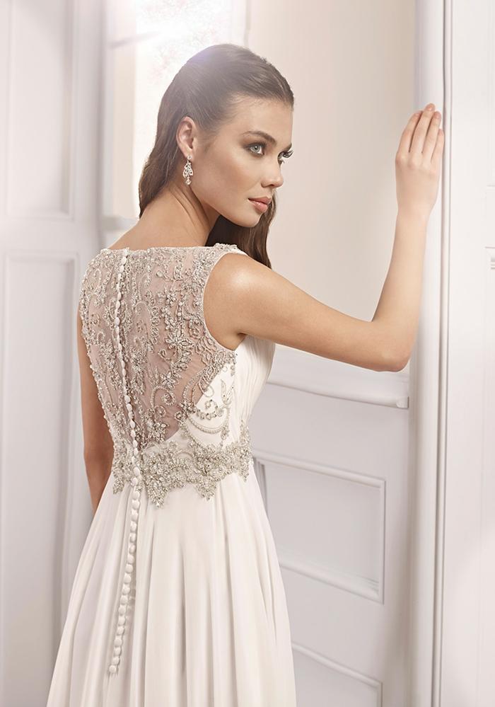 deesse grecque, robe de mariée blanche, dos transparent en dentelle et boutons