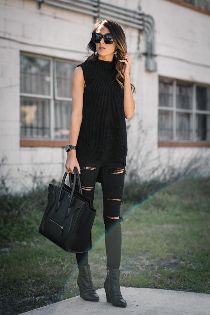vetement noir, pantalon noir déchiré, bottines, lunettes de soleil, cheveux bouclés, sac à main en cuir