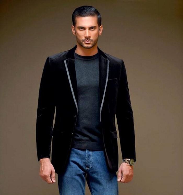 veste de soirée noire pour homme sur jean décontracté