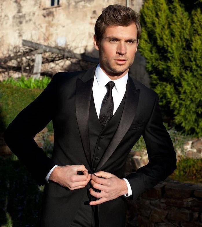 tenue classe homme en smoking noir de soirée style james bond