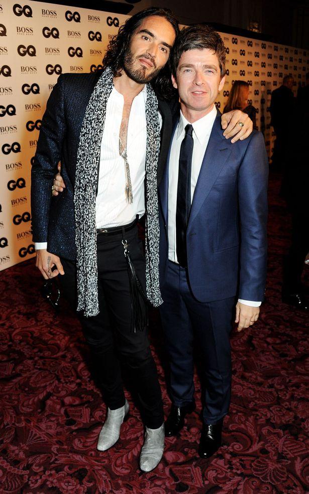 Noel Gallagher et Russell Brand style costume de soirée