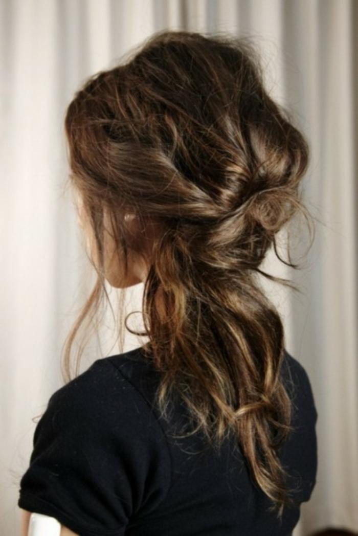 Nostalgique coiffure bohème chic cheveux mi long tendance