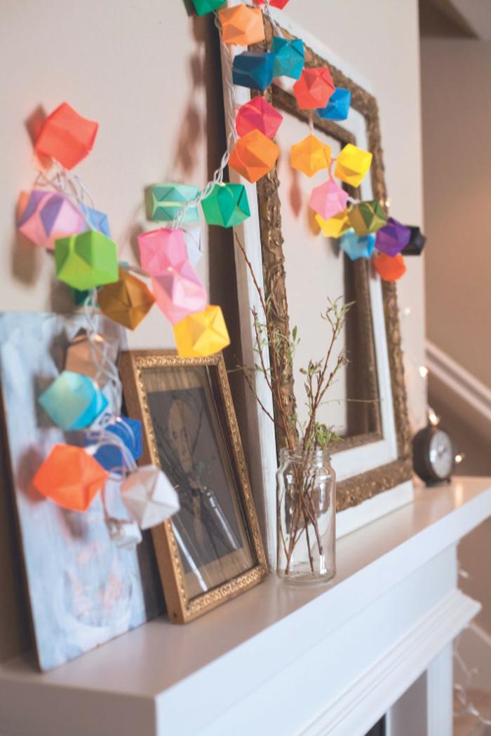 luminaire origami, fabriquer une guirlande lumineuse en papier, décoration diy pour le salon