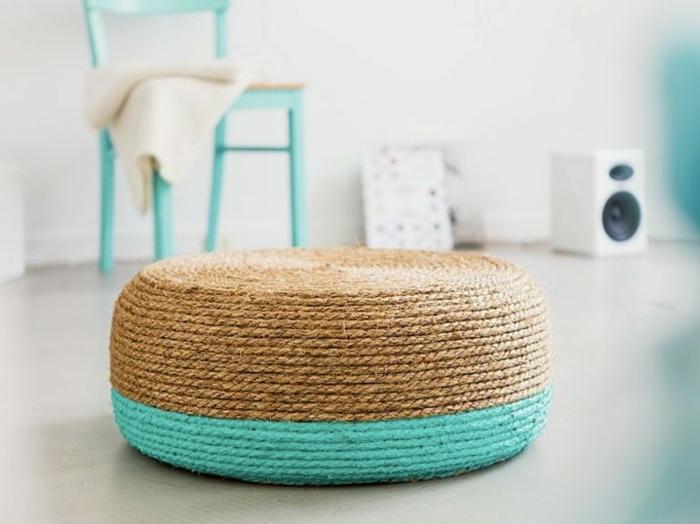 fabriquer un pouf,peinture turquoise, pneu, corde, chaise turquoise, murs blancs