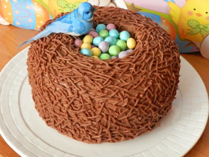 recette de paques, nid de paques, avec des oeufs sucrés au milieu, dessert de paques délicieux et simple
