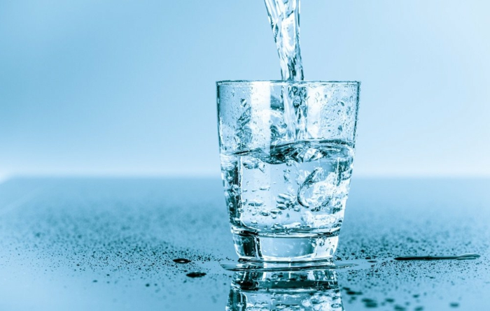boire de l eau pour satiété, coupe faim naturel, comment predre du poids, hydratation du corps, stimulation énergie, activité du cerveau