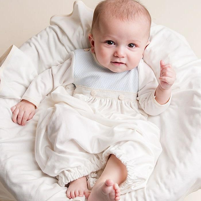 quelle tenue pour un baptême, costume bébé blanc, vetement bapteme