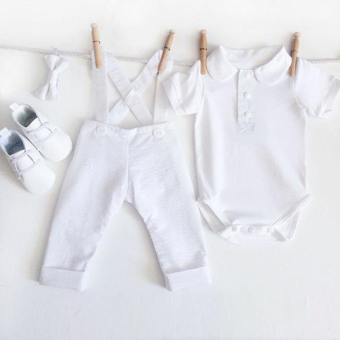 quelle tenue pour un baptême, chaussons blancs, chemise blanche à col