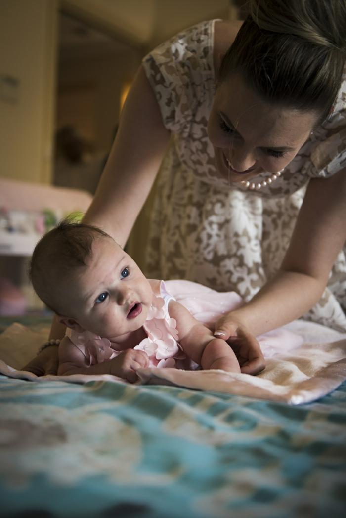 comment s habiller pour un bapteme, robe bébé en rose pastel