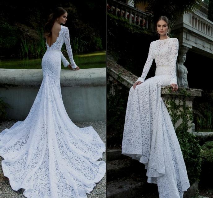 une robe de mariée moulante à dos nu, évasée vers le bas, une robe sublime à traîne
