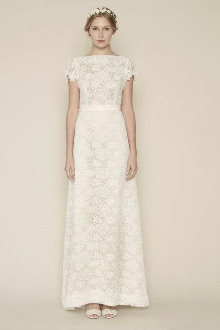 coupe fluide et longue, robe de mariée simple et chic à manches courtes, robe style bohème chic