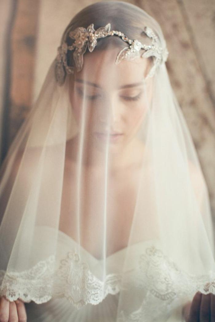 voile mariée mi-long vintage et joli accessoire cheveux