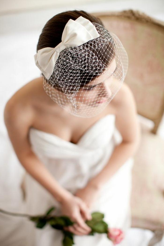 accessoire mariage chic et vintage pour une vision original, voilette résille ornée d'un nœud
