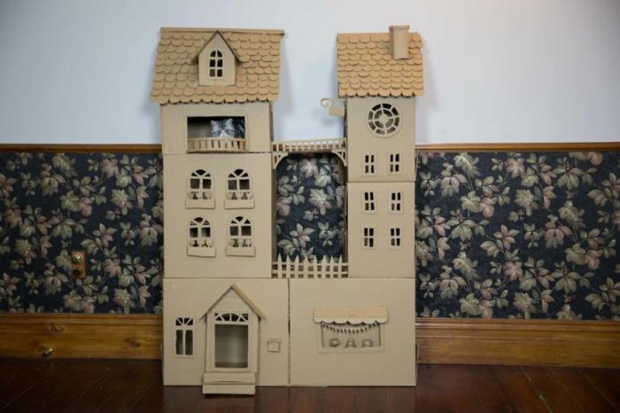 abri pour chat fait avec plusiuers boîtes de carton, fabriquer des maisons de chat