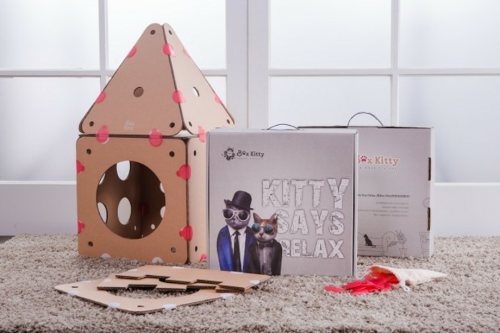 abri pour chat, maison de chat modulable composé de plusieurs pièces de carton