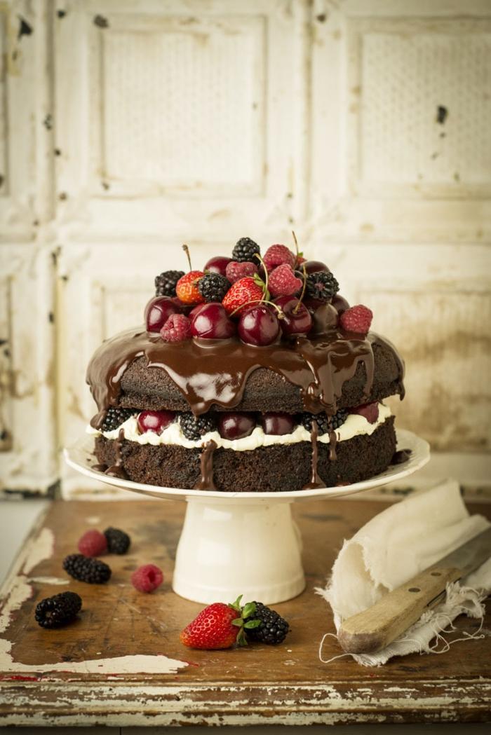Beau gâteau aux fruits rouges manger bouger
