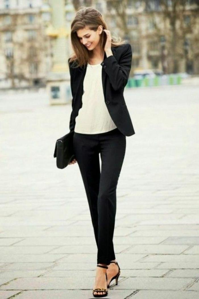 tenue classe femme chemise blanche sandales à talon jean ou pantalon noir veste chic