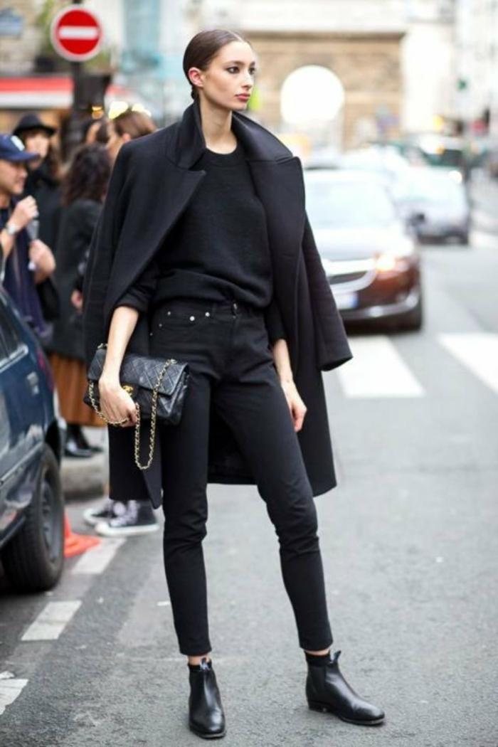 tenue chic femme tout noire manteau longue