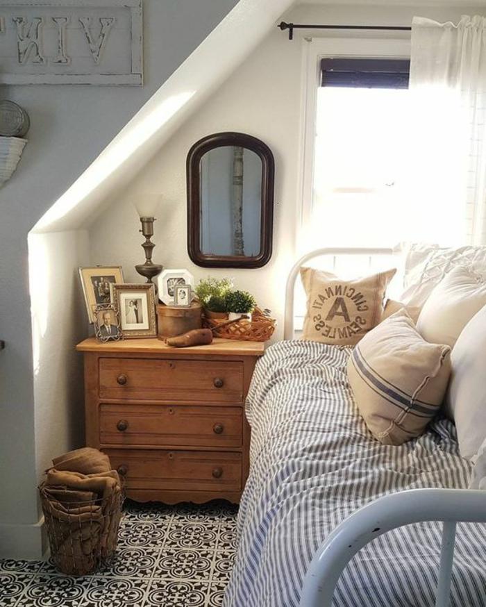 aménager une chambre de 10 m2, commode vintage, un lit et fenêtre