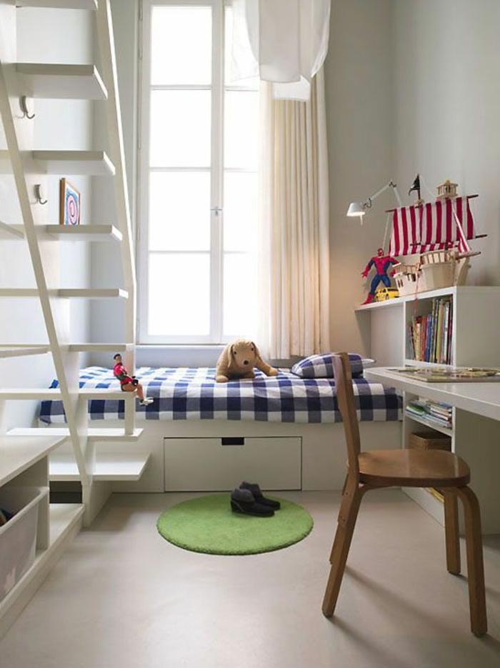 aménager une chambre de 10 m2 comme chambre d'enfant, petit bureau blanc avec étagère
