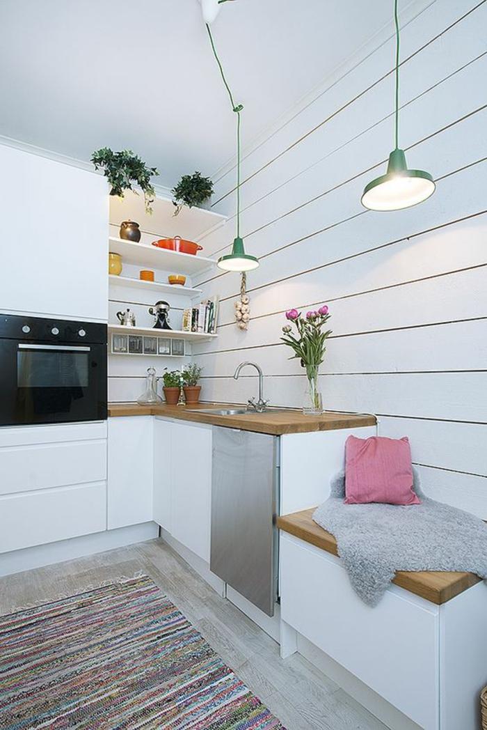 aménager une chambre de 10 m2 comme cuisine, comptoir de cuisine, évier, mur blanc