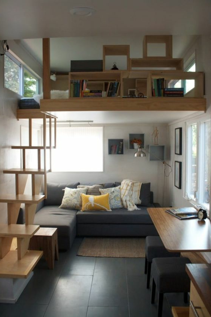 aménager une petite chambre, escalier et mezzanine, salon avec bureau de travail