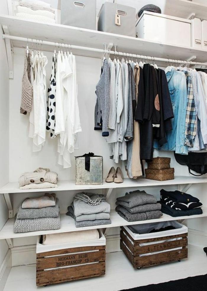 amenagement dressing, penderie, etageres, boites de rangement vetements, caisses en bois pour ranger ses affaires