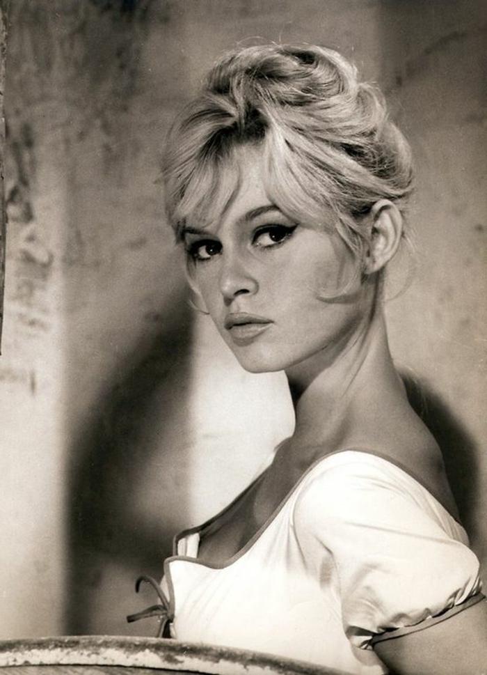 année soixante, le chignon emblématique de Brigitte Bardot