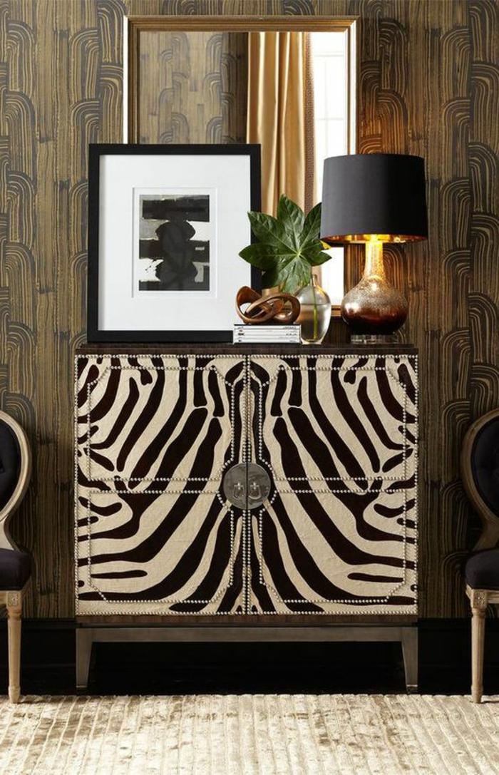 art nouveau art déco, deux chaises médaillon, lampe de table, commode aux prints zébre, miroir