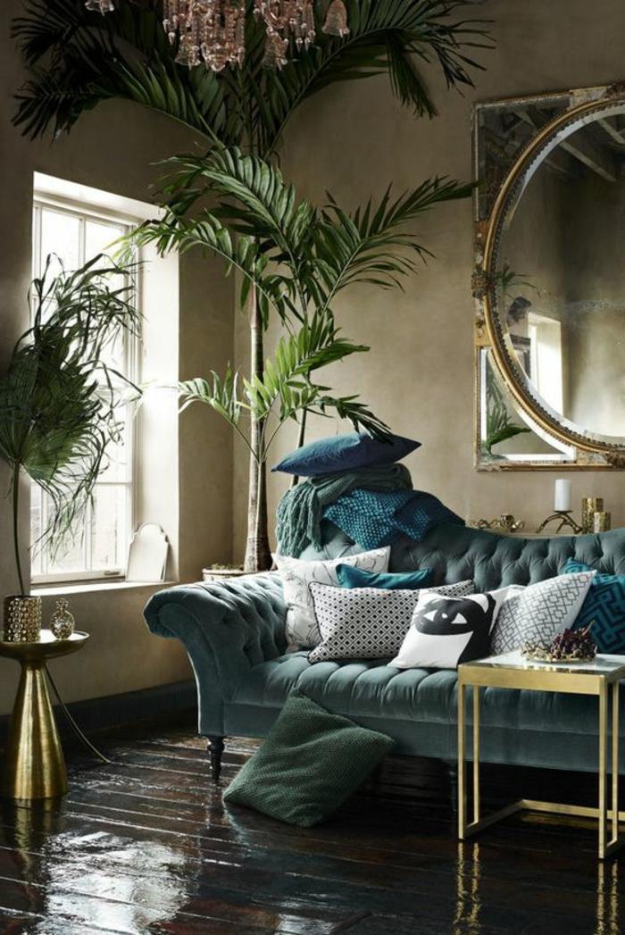 art nouveau art déco, sofa bleu caitonné, grand miroir rond, petite table basse