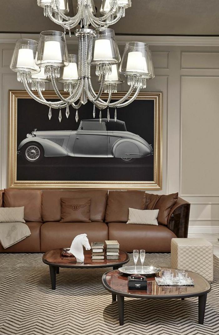 art nouveau art déco, plafonnier baroque acrylique, tableau noir avec voiture, sofa en cuir