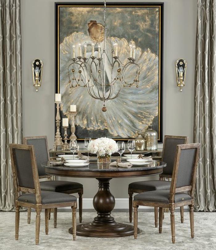art nouveau art déco, salle à manger luxueuse, table ronde avec quattre chaises, grand chandelier
