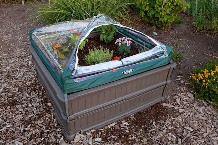 carré potager surélevé en plastique pour jardiner debout
