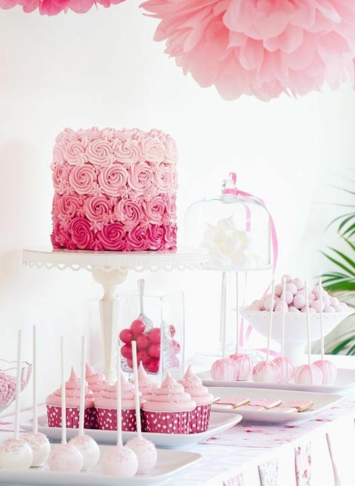 decoration bar a bonbons rose, cupcakes, sucette gateau et gâteau à roses de crème fraîche, guimauves blancs, fleurs en papier de soie rose