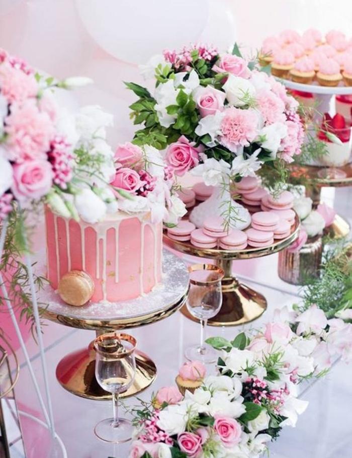 idee deco mariage, decoration bar a bonbon en rose et blanc, gâteau, cupcakes, macarons, compositions florales, bouquets de fleurs rose et blanc