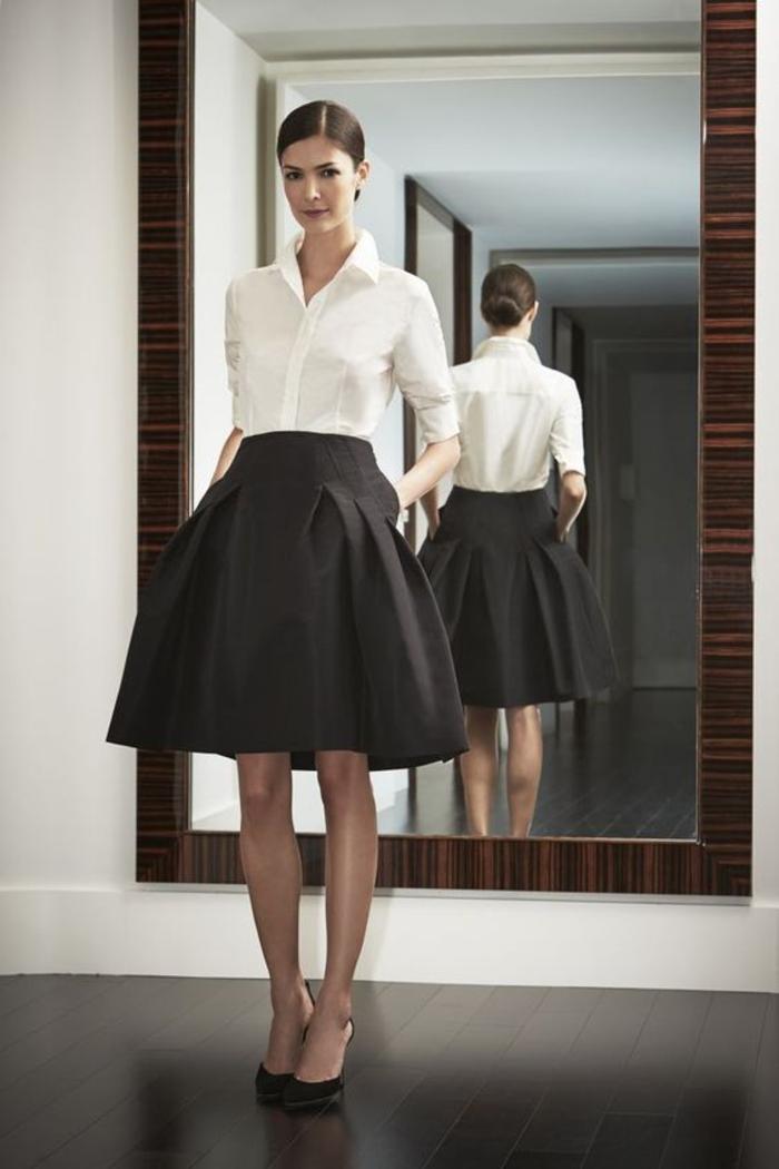tenue stylée femme beauté jupe trapèze chemise blanche chaussures classe