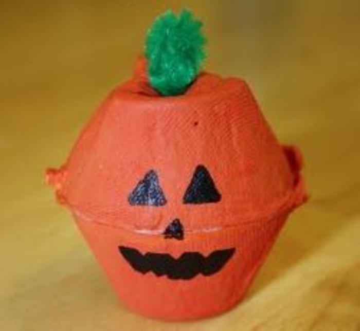 boite a oeuf, bricolage pour halloween citrouille en carton d'oeufs