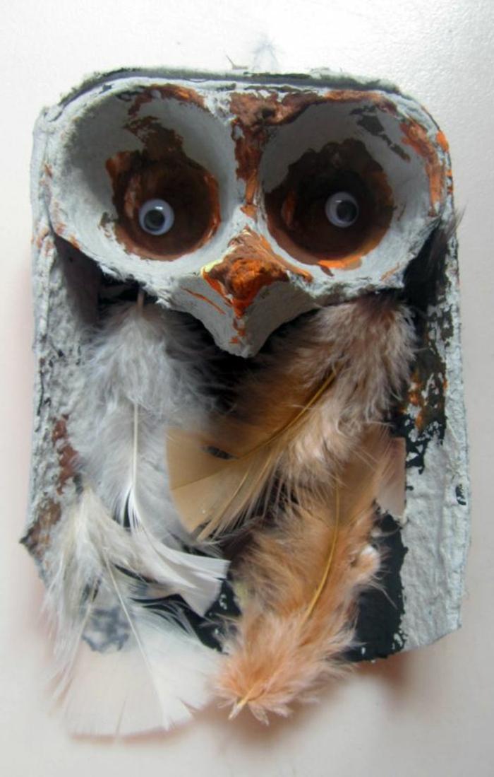 boite a oeuf, hiboux créé avc des plumes et du carton d'oeufs