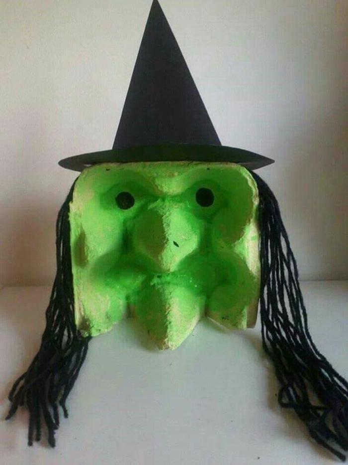boite oeuf, masque visage de sorcière très originale peinte verte